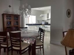Casa em condomínio fechado, com: 3 quartos, sendo uma suíte // #móveis planejados