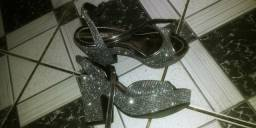 Sandália da Marca moleca Cor:Preta brilhante