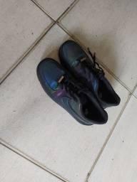 Tênis Nike camaleão