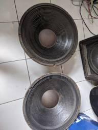 2 Alto falantes de 18 pol. 1000W - 8 ohms (R$ 350,00 cada um)