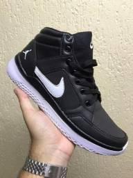 Tênis Nike modelo Jordan