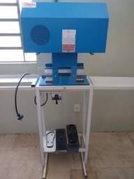 Maquina de chinelos e colocadora de tira e fresadora