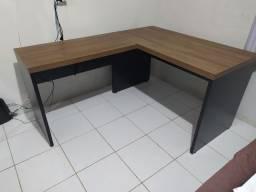 Mesa escrito em L.