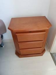 Mesa de cabeceira ou gaveteiro