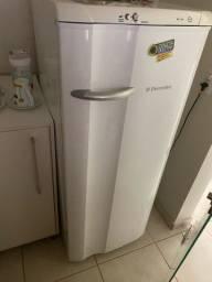 Geladeira e filtro de agua
