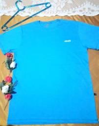 Camisas masculinas e feminino