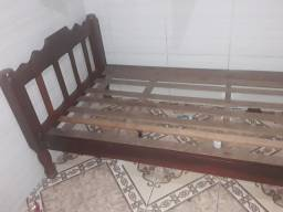 Vende-se cama de solteiro 50 pra levar logo