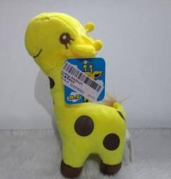 Girafinha de pelúcia