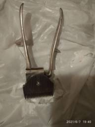 Antiga máquina de cortar cabelo anos 50