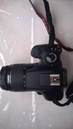 Camera semi profissional Canon Rebel Ela T6 18-55 mm poucos Cliks.