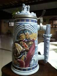 Lindo Caneco de Chopp medieval.