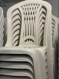 Temos cadeira sem braço cor branca de plástica nova no atacado