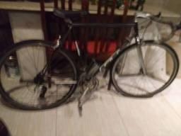 Vendo  essa bicicleta de competição Caloi 10 valor 2.000