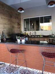 Linda casa no condomínio Le Jardin em Nova Iguaçu com 05 suítes e piscina