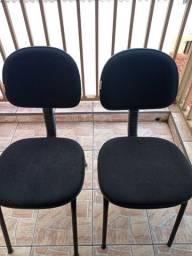 Cadeiras almofadadas secretária