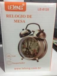 Relógio de mesa luz led e despertador novo na embalagem