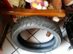 Dois pneus de moto Pirelli Sport Demon usado para moto Honda 300R pneu dianteiro 110/70-17