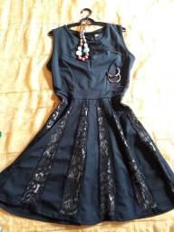 Vestido preto com renda