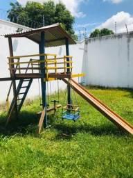 Playground de Madeira Colorido Com escorregador