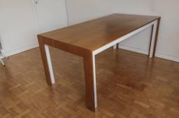 Mesa de jantar linda de madeira de qualidade