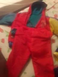 Dois conjuntos de frio para criança de 5 anos