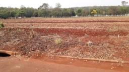 Vende - se terreno em Itaipulândia com padrão de luz e água já