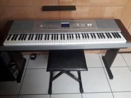 Piano digital Yamaha DGX-640W (completo)