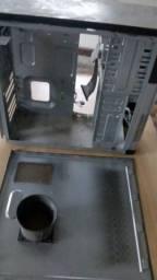 Gabinete de computador, usado, quase vazio, drive de disquette e drive de leitor de cd/DVD