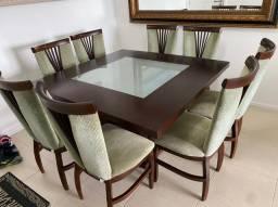 Vende-se mesa de jantar com cadeiras
