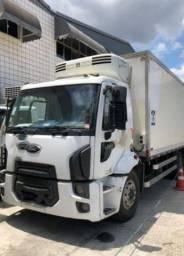 Caminhão Ford cargo baú refrigerado