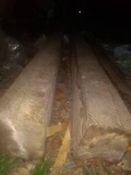 Duas madeiras de caibro