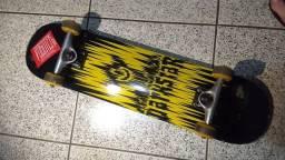 Skate Importado Profissional marca Darkstar - muito novo