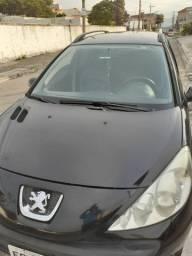 Vende se um carro Peugeot ano 208 modelo 209