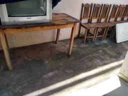 Mesa com 6 cadeiras de madeira arueira!!