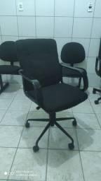 Cadeira reformada de diretor.