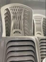 Queima de Estoque no Atacado Cadeira plástica nova
