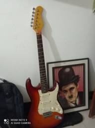 Título do anúncio: Guitarra acompanha capa, palheta e corda reserva