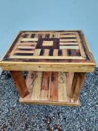 Mesas artesanais de madeira ecológica