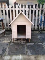 Título do anúncio: Casa de cachorro de cedrinho pintada branco nova!70x60 altura50 180,00 reais