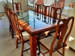 Mesa De 8 cadeiras, pra levar 1100 reais.
