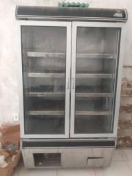 Vendo geladeira de inox com duas portas.