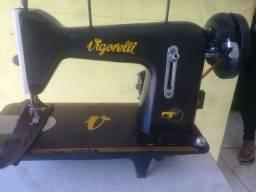Vendo uma máquina de costura VIGORELLI com motor elétrico
