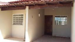 Casa geminada com 3 quartos // Próximo ao HU