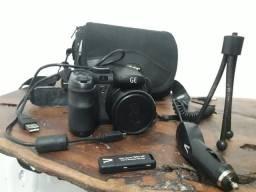 Vendo maquina fotográfica com acessórios usada. Tudo de ótima qualidade