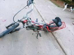 Vendo bobil motor 100 tem que arrumar freio trasero