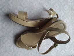 Sandália n 35. Leve e confortável