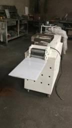 .Compactadora de massas Loja do Pasteleiro 220v massas em geral * Peça Única