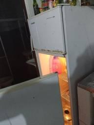 Geladeira Duplex Funcionando (com avaria na porta)