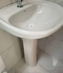 Vende-se pia de banheiro nova completa