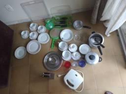 Pratos,utensilios é uma torradeira
